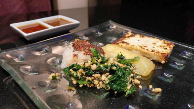 Tofu, radis blanc et épinards aux cacahuètes façon Teppanyaki