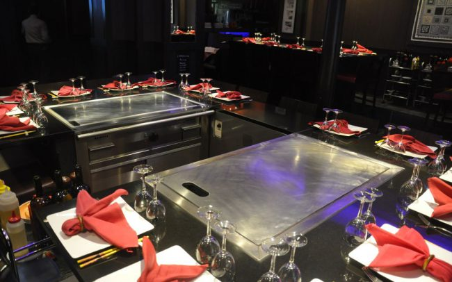 Les grandes planchas des tables Teppanyaki